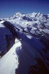 Firngrat zum Gipfel im Hintergrund Monte Rosa 4635 m und Liskamm 4527 m