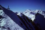 Am Gipfelkreuz mit Blick nach Süden