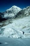 Gletscherbruch und Langtang Lirung 7234 m