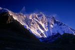 Lhotse 8516 m und Lohtse Shar 8383 m bei Sonnenaufgang