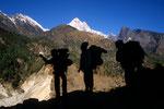 Träger, sie tragen die Hauptlast beim Trekking