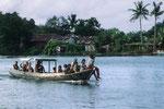mit dem Bootstaxi von Insel zu Insel.