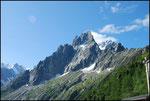 Un des sommets : Aiguilles des grands Charmoz (3444m)