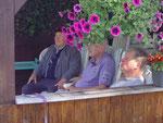 Engelbert Lütz, Dieter Salewski, Manfred Diehl, Essen warten auf die Tauben.