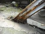 階段下の腐食