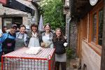 Quelle journée ! Mouvementée, mais les cuiseurs rayonnent: Les élèves de la promo 2010-2011 et Ariane.
