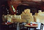 ... Ich entschied mich zur Ausgestaltung im Inneren für indianische Motive mit Pueblos, ...