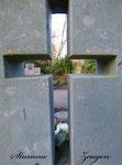 durch das Kreuz