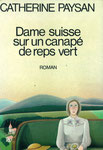 couverture dame suisse sur un canapé de reps vert