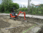 terrassement des fouilles pour les futures semelles
