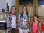 Die Jugend Schützenkönigin Bettina Döring mit den Wurst- und Brezenköniginnen Kathi Brenner und Kathi Landenhammer