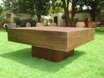 table de salon carré - plateau bois patiné - pied métal rouillé - patine naturelle suie et kaolin