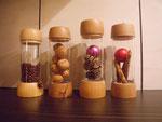 Teelichter, das Glas ist je nach Jahreszeit und Anlass verschieden dekorierbar