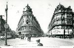 Orléans-T-007 : place du Martroi avec à gauche la rue Bannier et à droite la rue de la République