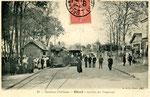 Orléans-T-033 : affluence à Olivet à l'arrivée des tramways, un dimanche d'été