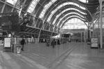 Orléans. 12 février 2012. Intérieur de la gare actuelle avec sa grande verrière propice aux courants d'air. Cliché Pierre Bazin