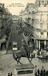 Orléans-T-059 : statue de Jeanne d'Arc, place du Martroi et perspective sur la rue de la République