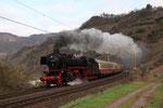 "Neef. 5 avril 2010. Locomotive 141 n° 41-360 + rame du ""Rheingold"". Train Dortmund - Trier. Cliché Pierre BAZIN"