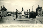 Orléans-T-024 : place Dauphine, à l'extrémité sud du pont Royal sur la Loire et statue de jeanne d'Arc