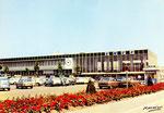La gare de 1965 et la place Albert Ier, avant la construction du centre commercial de la Place d'Arc, qui est intervenue 20 ans plus tard en 1986