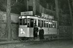 Fontainebleau-T-047 : Château. Avant dernier tramway au soir du 31 décembre 1953. Motrice n°15. Cliché Jacques BAZIN