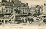 Orléans-T-008 : place du Martroi et statue de Jeanne d'Arc