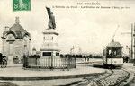 Orléans-T-025 : place Dauphine, tête sud du pont Royal et statue de Jeanne d'Arc