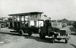 Fontainebleau-T-064 : transfert de Maisons-Alfort à Malakoff de la baladeuse n°11 pour préservation par le musée des Transports Urbains. Cliché Jacques BAZIN. 26 octobre 1957.