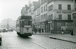 Fontainebleau6t-030 : Rue Grande. Motrice n°13. Cliché Jacques BAZIN. 26 décembre 1953