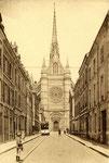 Orléans-T-080 : rue Jeanne d'Arc et cathédrale Sainte-Croix