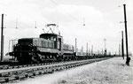Les Aubrais. 1er septembre 1957. Locomotive de manoeuvres CC 1108 dans le triage. Cliché Gilbert Moreau. Collection Xavier Inguenaud