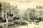 Orléans-T-066 : place du Martroi et statue de Jeanne d'Arc