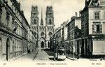 Orléans-T-078 : rue Jeanne d'Arc et cathédrale Sainte-Croix