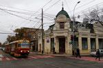 Krasnodar-T-024 : Motrice Tatra T3SU n° 108, ex Grozny, sur la ligne 6. Arrêt Krasnaya, au croisement de la rue Gorki avec la rue Rouge. Cliché Pierre BAZIN, 23 octobre 2013