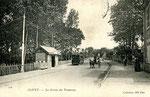 Orléans-T-029 : tramway sur l'ancienne nationale 20 à Olivet, près du pont sur le Loiret