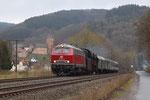 Mürlenbach. 3 avril 2010. Locomotive diesel 218-387 + 131 n° 23-042. Train régulier 37892 Gerolstein - Trier-Hbf. Cliché Pierre BAZIN