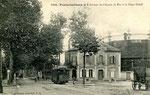 Fontainebleau-T-018 : Place Orloff avec l'Octroi et l'usine à gaz.