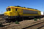 """Les Aubrais. 19 avril 2016. Locomotive BB 22295 en livrée """"Infra"""". Cliché Pierre Bazin"""