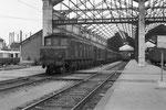 Orléans. 25 juin 1956. Locomotive 2D2 série 5500 et voitures à portières latérales. Train Express 1071 Paris - Vierzon. Cliché Jacques Bazin