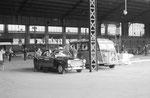 Taxi à Paris-Austerlitz. Cliché Jacques Bazin. 02-08-1959
