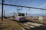Les Aubrais. 28 septembre 2017. Locomotive BB 7230. Train IC 14053 Paris-Austerlitz - Orléans. Cliché Pierre Bazin