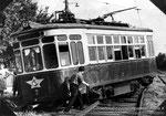 Motrice en bien mauvaise posture après un déraillement en 1965. STTS/Archives de l'Etat de Russie