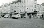 Fontainebleau-T-042 : Place Denecourt. Motrice n°14. Cliché Jacques BAZIN. 26 décembre 1953