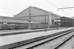 Paris-Austerlitz. Automotrices de banlieue stationnant en gare suite aux inondations bloquant l'accès à la gare d'Orsay. Cliché Jacques Bazin. 29-01-1955