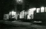Fontainebleau-T-053 : La motrice n°14 est la dernière à rentrer au dépôt. 21h50, le 31 décembre 1953. Cliché Jacques BAZIN