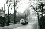 Fontainebleau-T-011 : Rampe de la gare. Motrice n°13. Cliché Jacques BAZIN. 26 décembre 1953