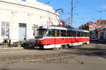 Krasnodar-T-008 : Motrice Tatra T3SU n° 144 de 1986, modernisée en version GOH-TRZ en décembre 2009, roulant sur la nouvelle ligne 15, au carrefour des rues Gogol et Kommunarov. Cliché Pierre BAZIN, 20 octobre 2013