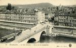 Besançon-001 : Le Pont Battant et l'entrée de la Grande Rue. Le pont Battant, dont le nom viendrait d'un battoir à draps actionné par le ruisseau de la Mouillère, a été détruit en juin 1940.