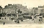 Orléans-T-065 : place du Martroi et statue de Jeanne d'Arc