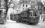 Besançon-016 : Le personnel féminin devant la motrice 14 pendant la Première Guerre Mondiale. Cliché France Reportage
